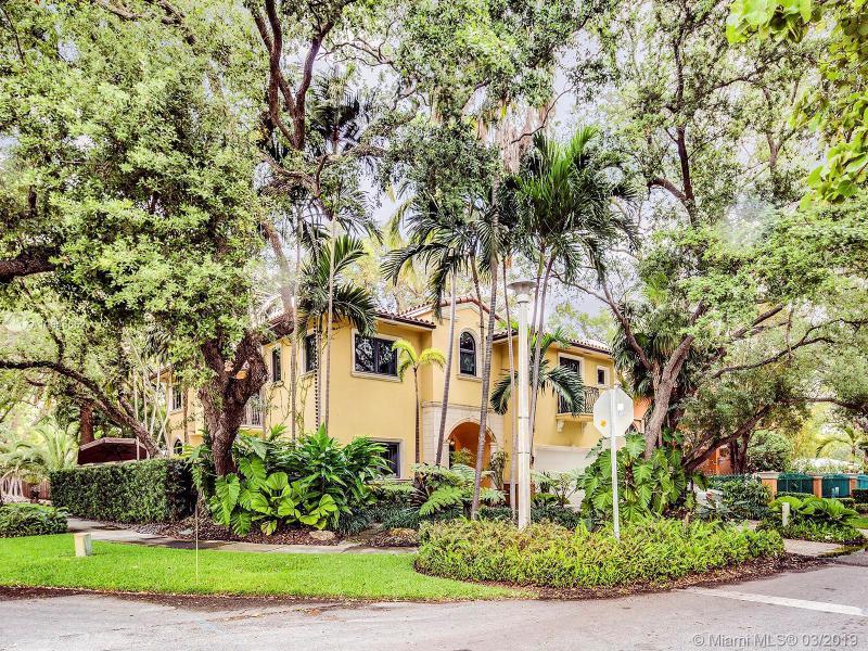 1643  Nocatee Dr,  Miami, FL