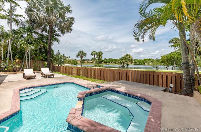 15995 SW 109th St,  Miami, FL