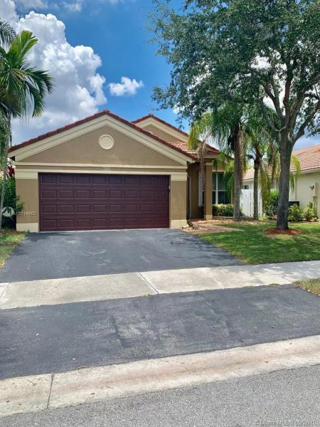 879  Falling Water Rd,  Weston, FL