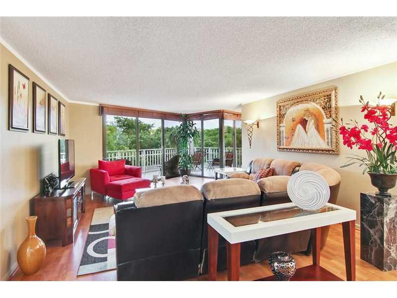 Miami Shores Condo/Villa/Co-op/Town Home A10182419