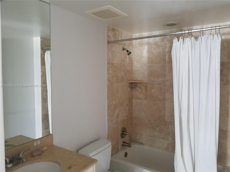 Imagen 22 de Residential Rental Florida>Hallandale>Broward      - Rent:2.100 US Dollar - codigo: A10429819
