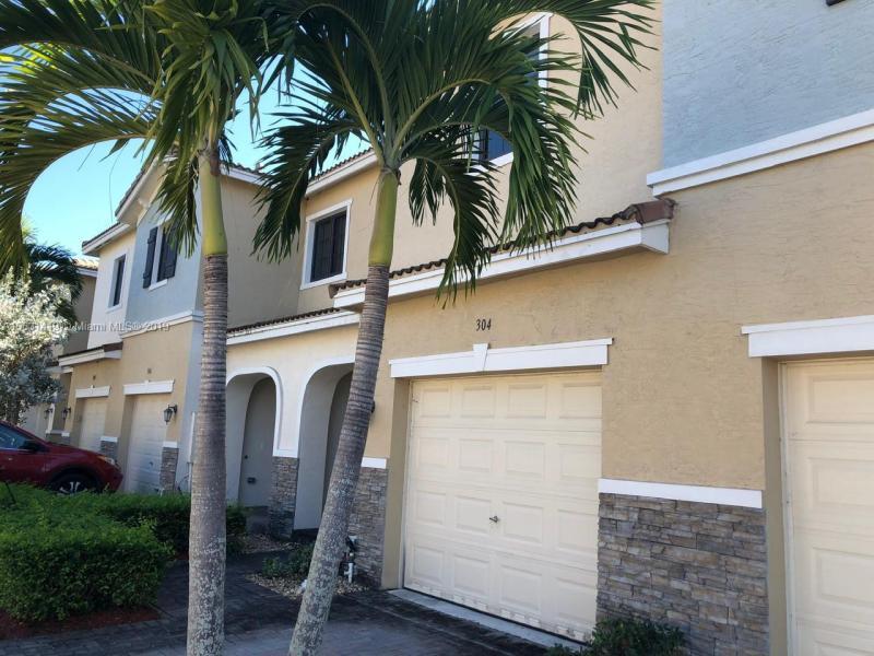 304 NE 194th Ln,  Miami, FL