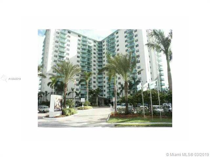 3001 Ocean Dr, Hollywood FL 33019-2865