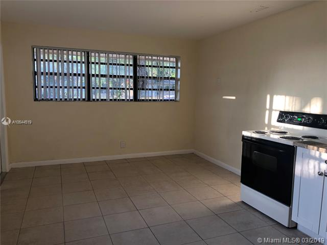 2701 NW 12th Ct  Fort Lauderdale, FL 33311-5214 MLS#A10644519 Image 4