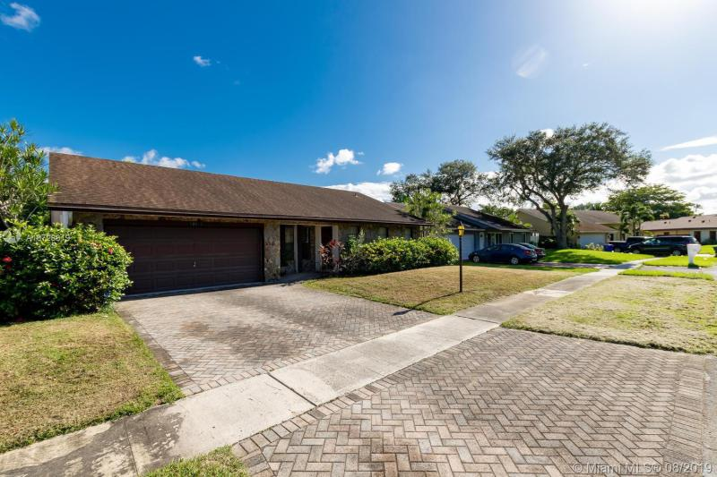 10130 NW 22nd Ct, Pembroke Pines, FL, 33026