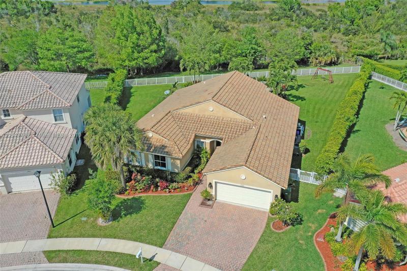 1598 SW 190th Ave , Pembroke Pines, FL 33029-6147