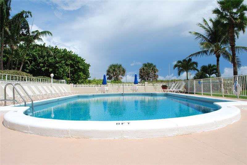 206 Inlet Way, Palm Beach Shores FL 33404-