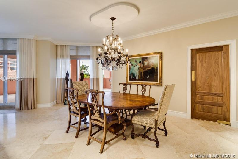 60 Edgewater Dr 3C, Coral Gables, FL, 33133