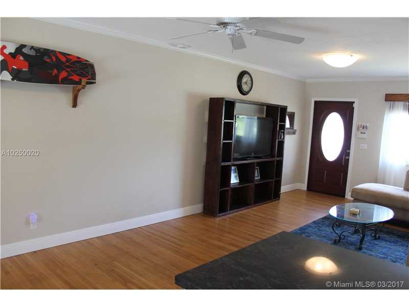 For Sale at  470 NE 128Th St North Miami  FL 33161 - Griffing Biscayne Park Es - 3 bedroom 1 bath A10250020_17