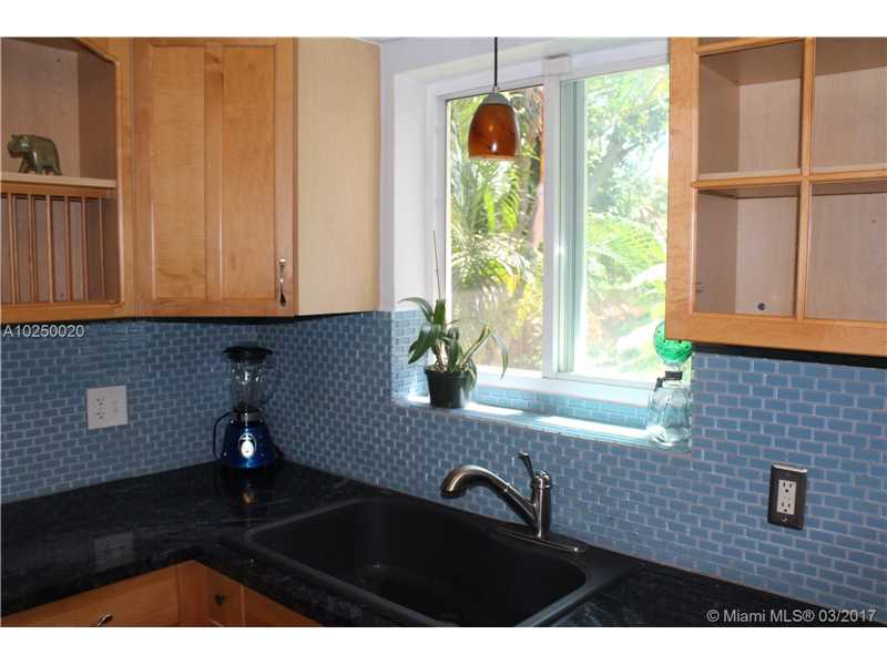 For Sale at  470 NE 128Th St North Miami  FL 33161 - Griffing Biscayne Park Es - 3 bedroom 1 bath A10250020_6