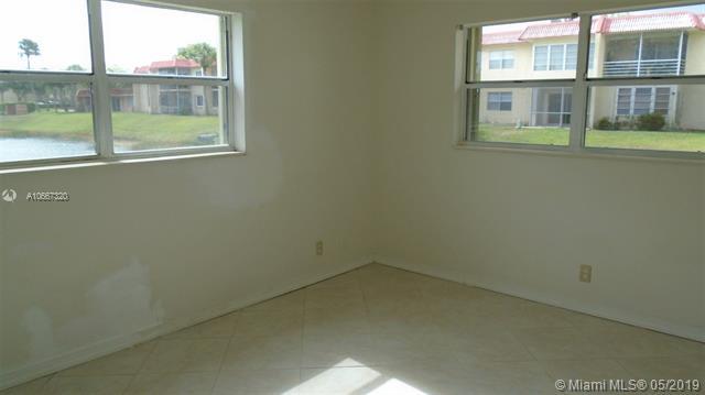 306  Lake Evelyn Dr  Unit 306 West Palm Beach, FL 33411-2035 MLS#A10667320 Image 4