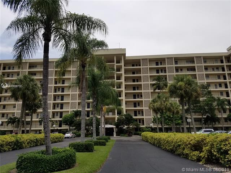 3200 N Palm Aire Dr,  Pompano Beach, FL
