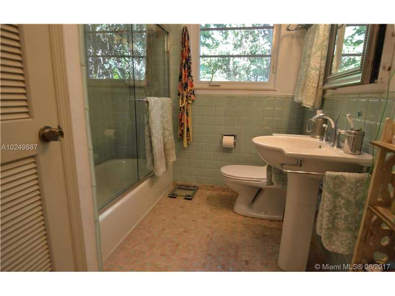 For Sale at  547   Navarre Ave Coral Gables  FL 33134 - Coral Gables Sec B - 3 bedroom 2 bath A10249887_11