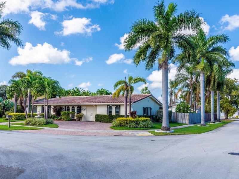 1931 NE 206th St,  Miami, FL