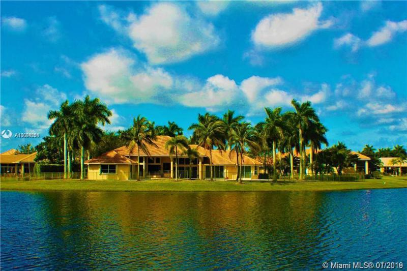 2534  Poinciana Dr,  Weston, FL