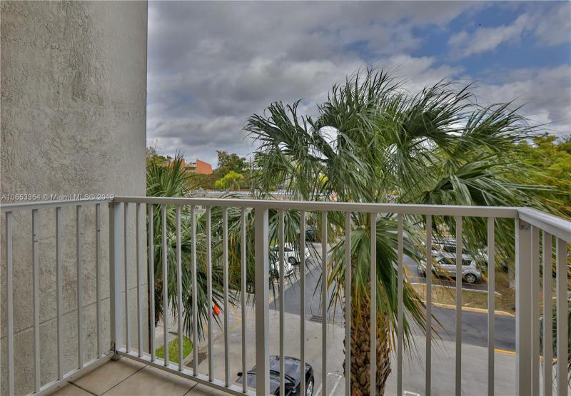 11040 SW 196th St  Unit 306 Cutler Bay, FL 33157-8491 MLS#A10653354 Image 9