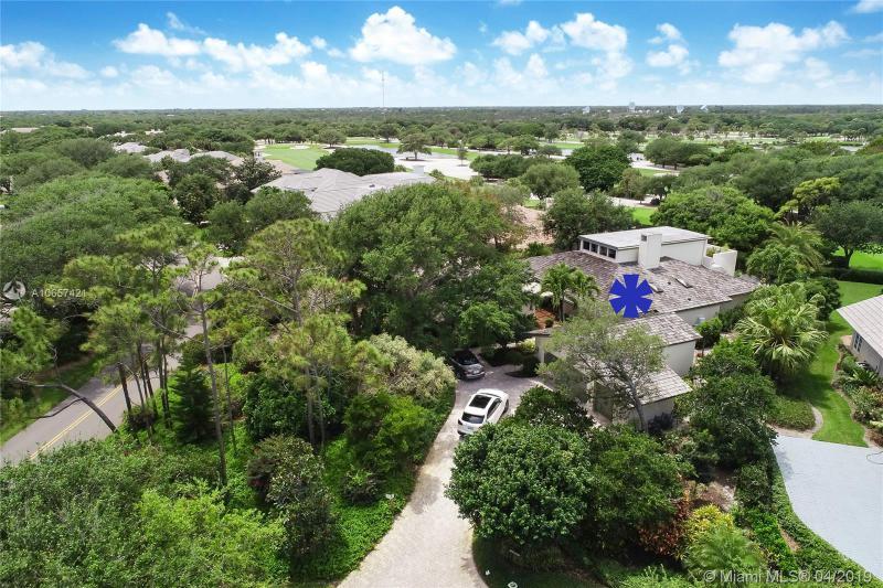 11812 SE Village Drive, Tequesta, Florida