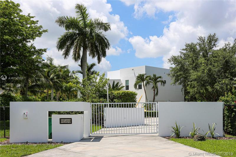 11600 SW 95th St,  Miami, FL
