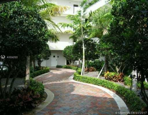 8267 128th St  Unit 102, Pinecrest, FL 33156