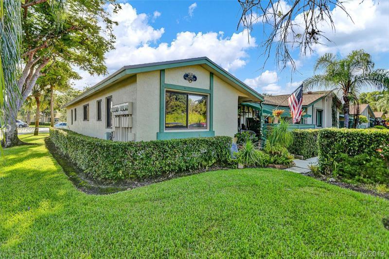 458  Lakeview Dr,  Weston, FL