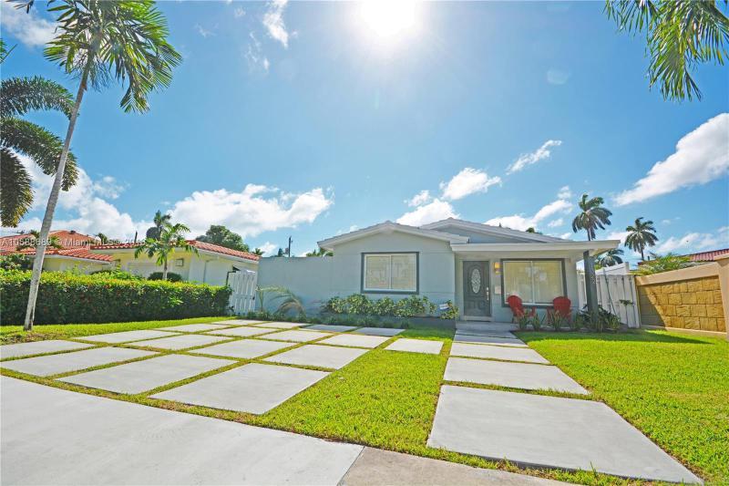 1125 Harrison St, Hollywood FL 33019-1509