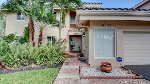 16303  Malibu Dr,  Weston, FL