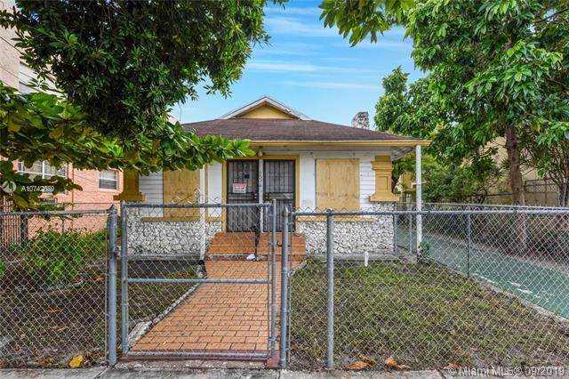 1576 SW 2nd St,  Miami, FL
