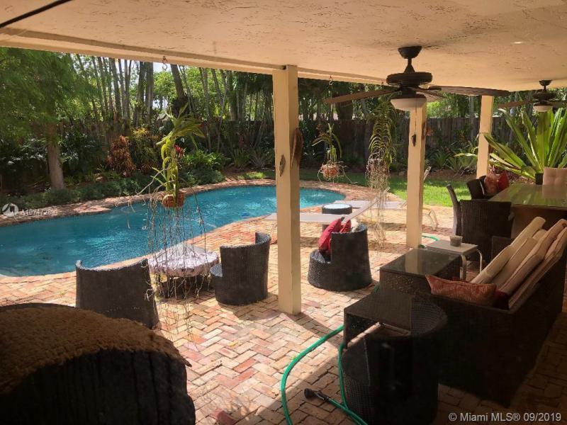 10900 SW 116th Ave,  Miami, FL