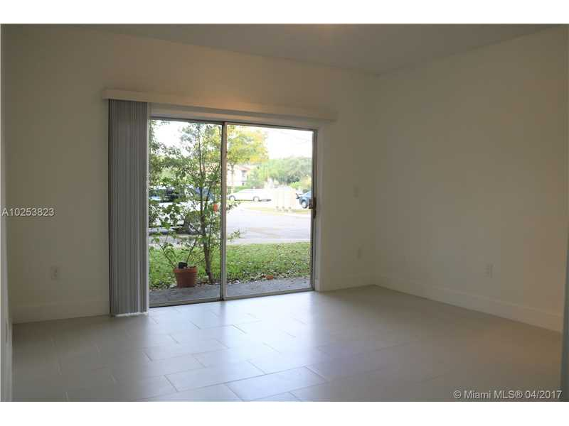 2031 96th Ter  Unit 11, Pembroke Pines, FL 33024