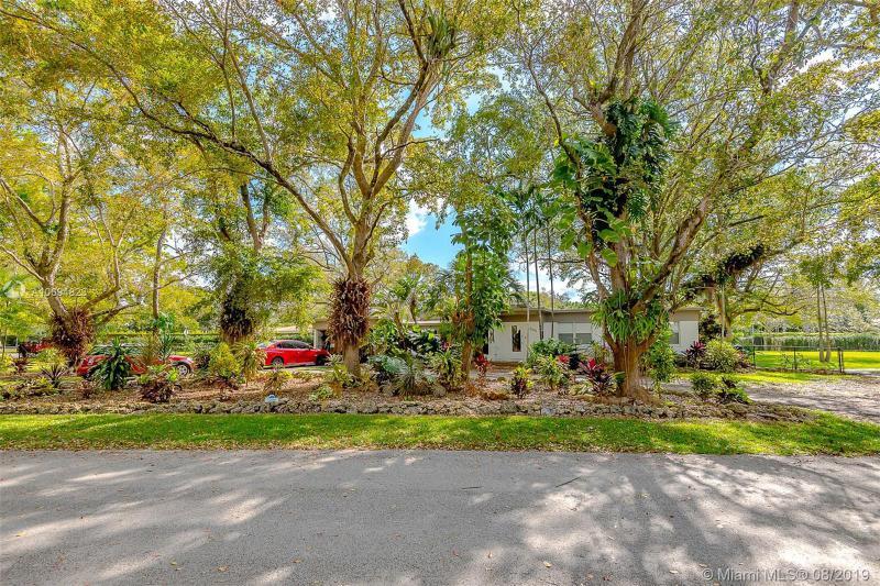 6300 SW 50 Street,  Miami, FL