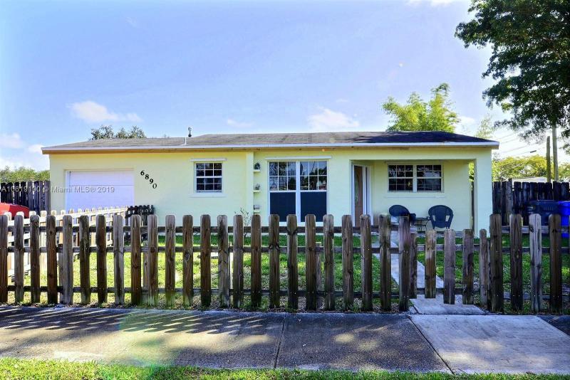 6751  Charleston St , Hollywood, FL 33024-1823