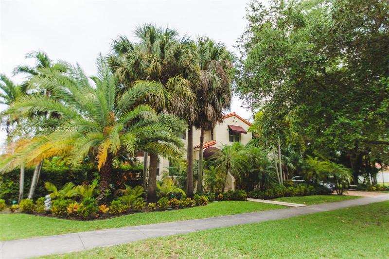 1329  Westward Dr , Miami Springs, FL 33166-5010