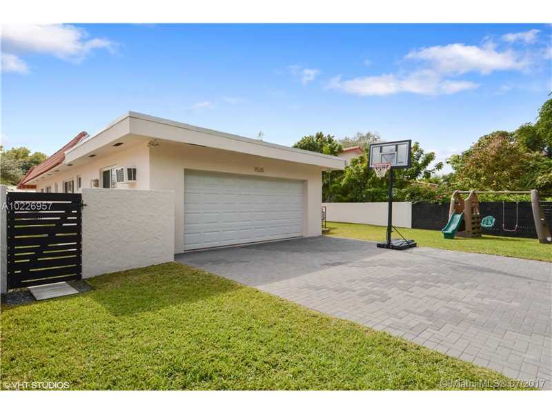 For Sale at  9520   Biscayne Blvd Miami Shores  FL 33138 - Miami Shores Sec 3 - 4 bedroom 3 bath A10226957_6