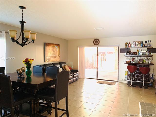700 NW 105th Ter, Pembroke Pines, FL, 33026