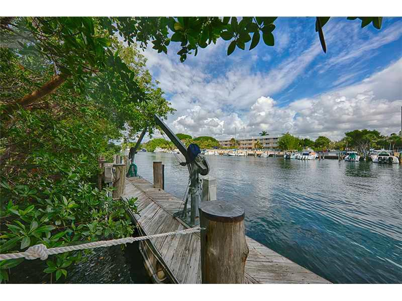 For Sale 287   Las Brisas Ct Coral Gables  FL 33143 - Cocoplum Sec 2 Plat D