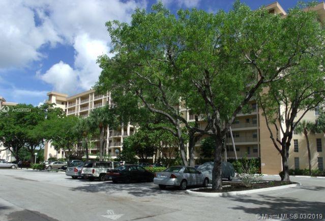 3850 Oaks Clubhouse Dr, Pompano Beach FL 33069-3658