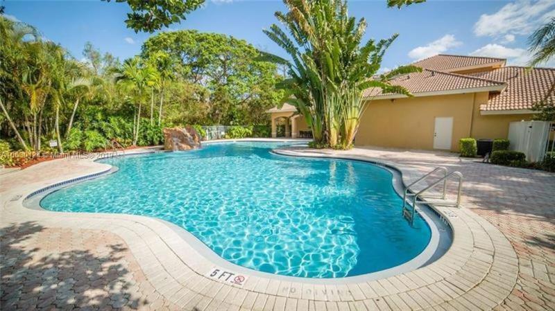 1204 Bahama Bnd, Coconut Creek FL 33066-3129