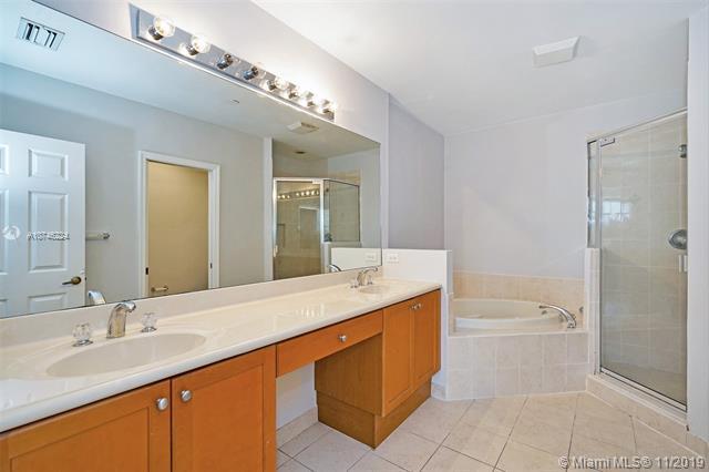 1033 NE 17th Way 1302, Fort Lauderdale, FL, 33304