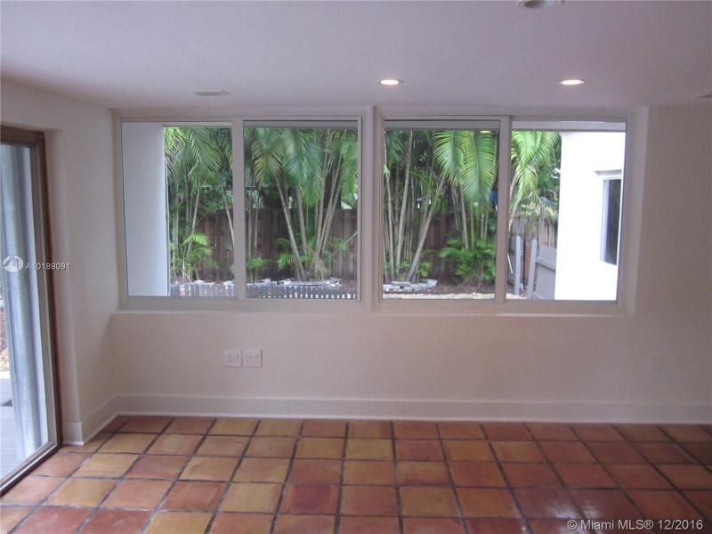For Sale at  741 NE 114Th St Biscayne Park  FL 33161 - Griffing Biscayne Park Es - 2 bedroom 2 bath A10189091_4