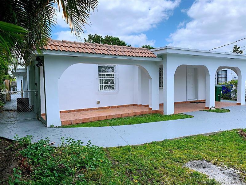 Single Family Homes Photo 4: 526 SW 64 AVE  West Miami,  FL 33144
