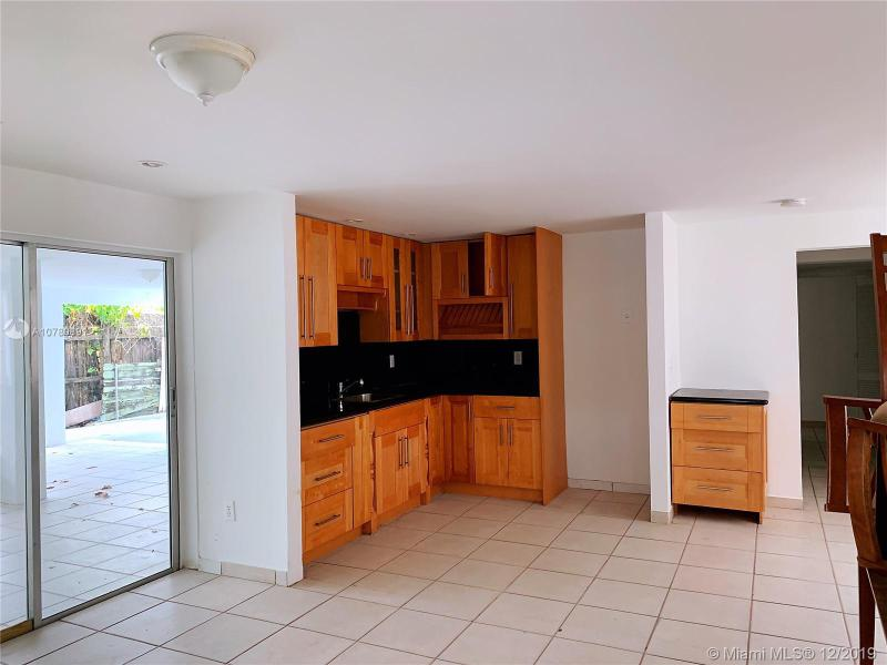 Single Family Homes Photo 5: 526 SW 64 AVE  West Miami,  FL 33144