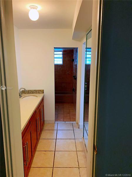 Single Family Homes Photo 7: 526 SW 64 AVE  West Miami,  FL 33144