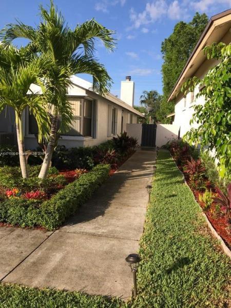 575  Lakeside Cir,  Sunrise, FL
