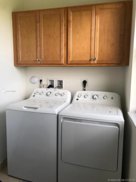 9923 W 32nd Ln, Hialeah, FL, 33018