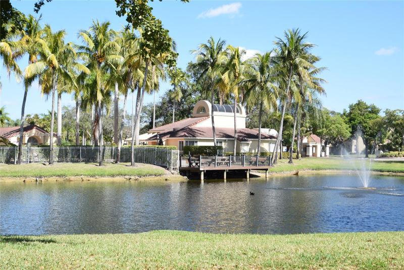 701 LYONS RD  Unit 13, Coconut Creek, FL 33063