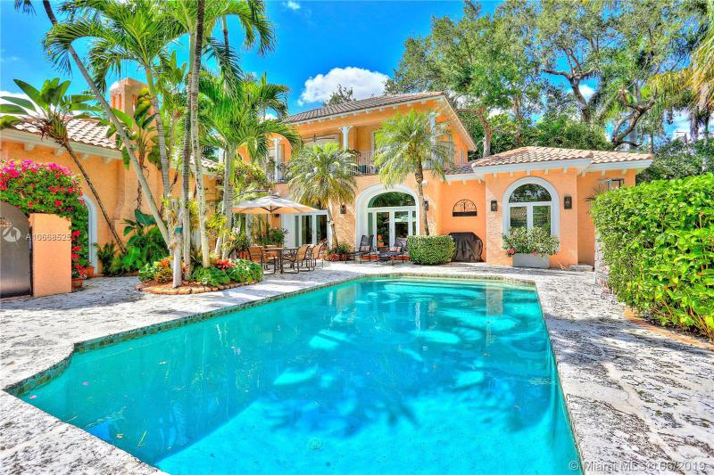 3845  Wood Ave,  Miami, FL