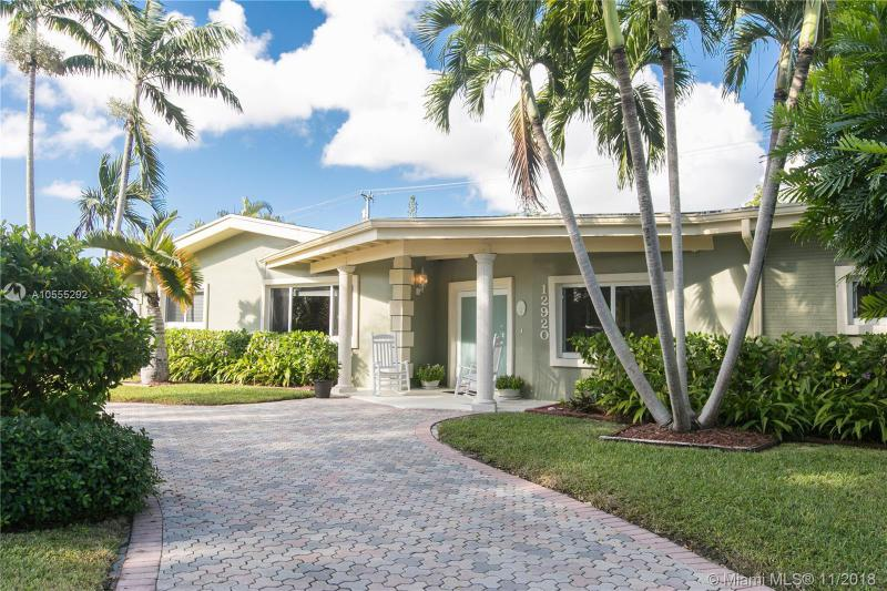 10725 SW 74th Ave , Pinecrest, FL 33156-3831