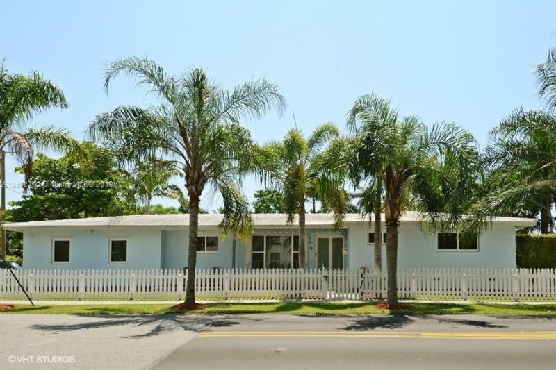 1335  Jackson St , Hollywood, FL 33019-1521