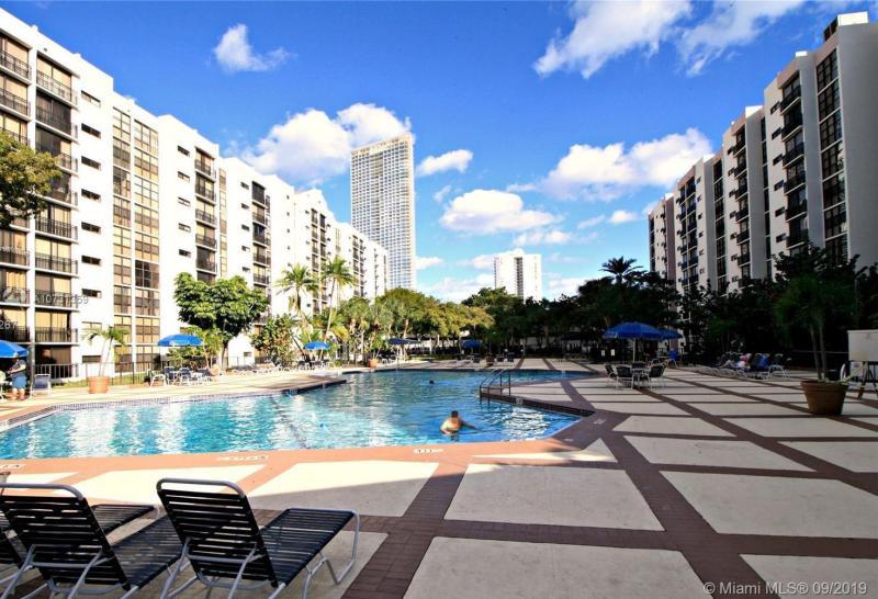 16919 N Bay Rd 301, Sunny Isles Beach, FL, 33160