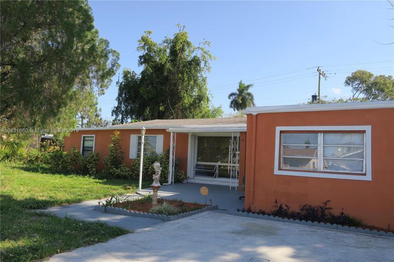 6790 Thomas Street, Hollywood FL 33024-